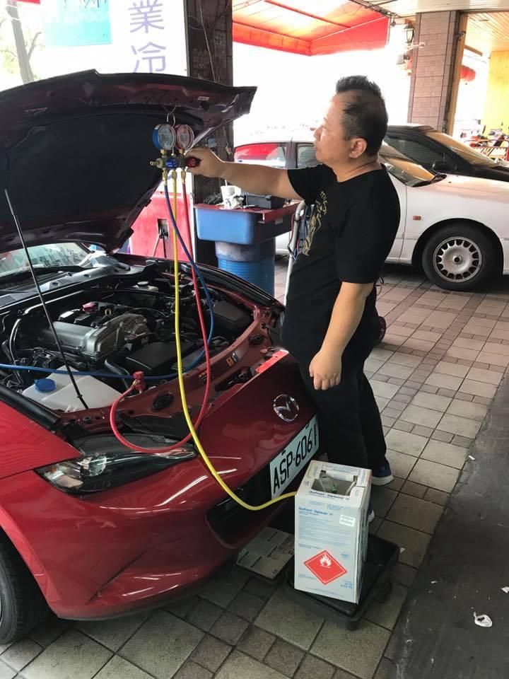 R744冷煤填充-崑兢汽車冷氣修復中心-台中汽車冷氣維修/西屯區汽車冷氣維修