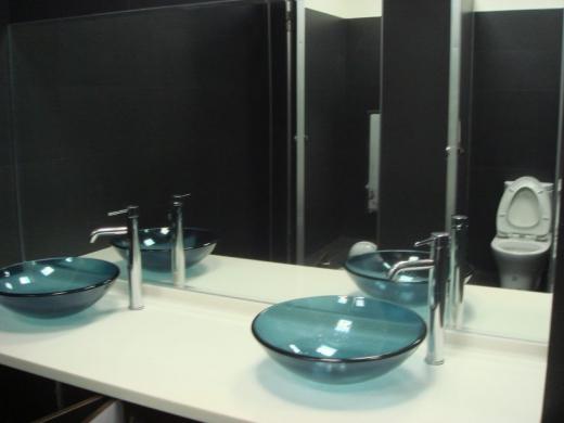 辦公大樓廁所