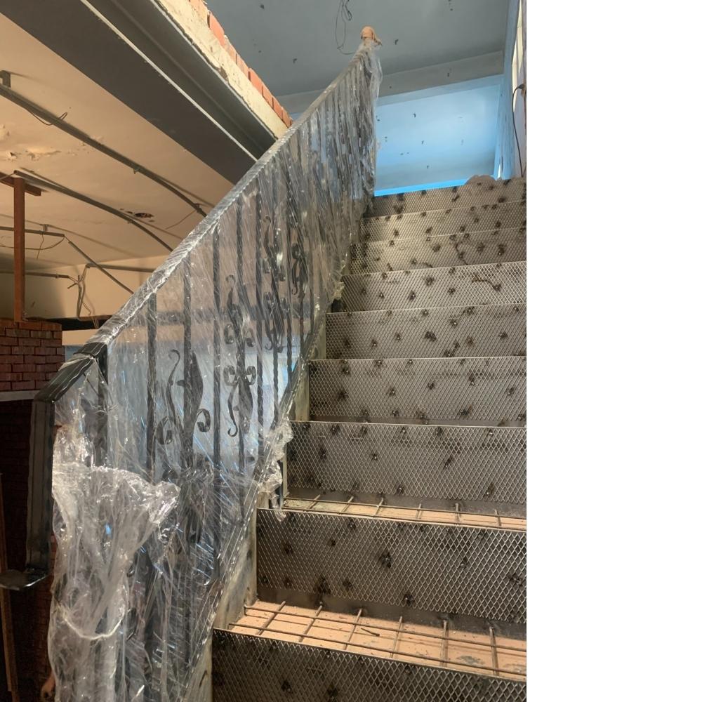 安裝鍛造手扶梯
