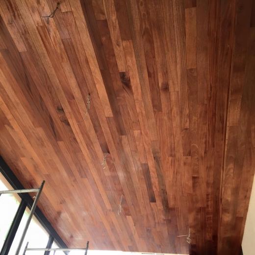 原木天花板地板