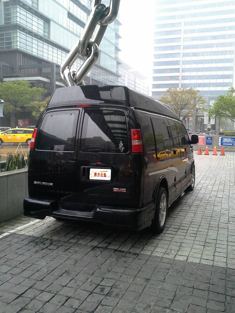黑色gmc保母车
