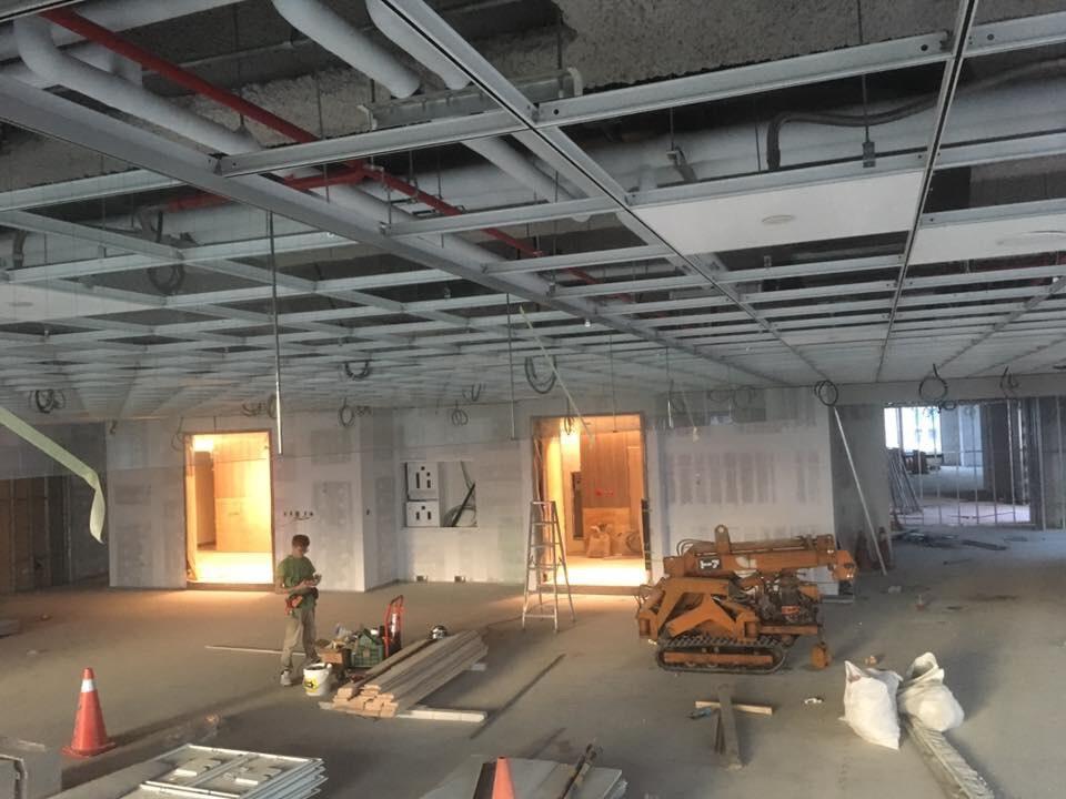 固定式無邊框防煙垂壁-台北市信義區-新建案南山人壽廣場A18