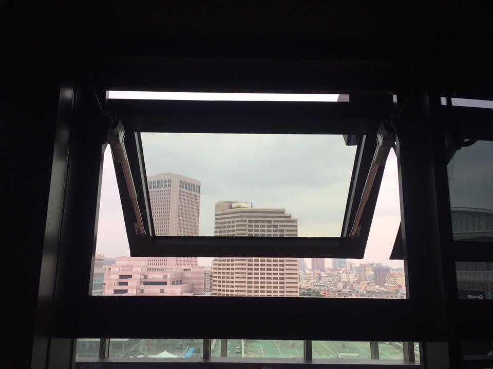 自然排煙自電動螺桿-台北市信義區ATT 4FUN樂夜朝聖