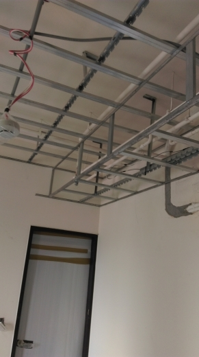 工期短,施工易,綠建材,耐燃,防蟲咬。 天花板-下骨架