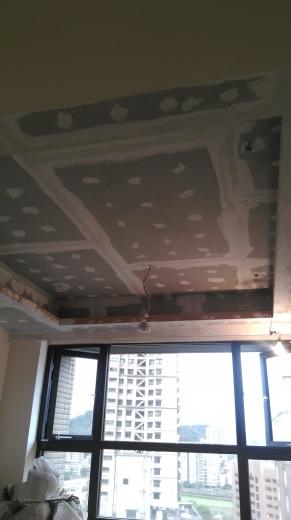 工期短,施工易,綠建材,耐燃,防蟲咬。 天花板-封6mmC酸鈣板後油漆補接縫處,防止接縫處龜裂。