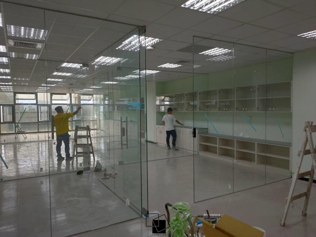 辦公室玻璃隔間