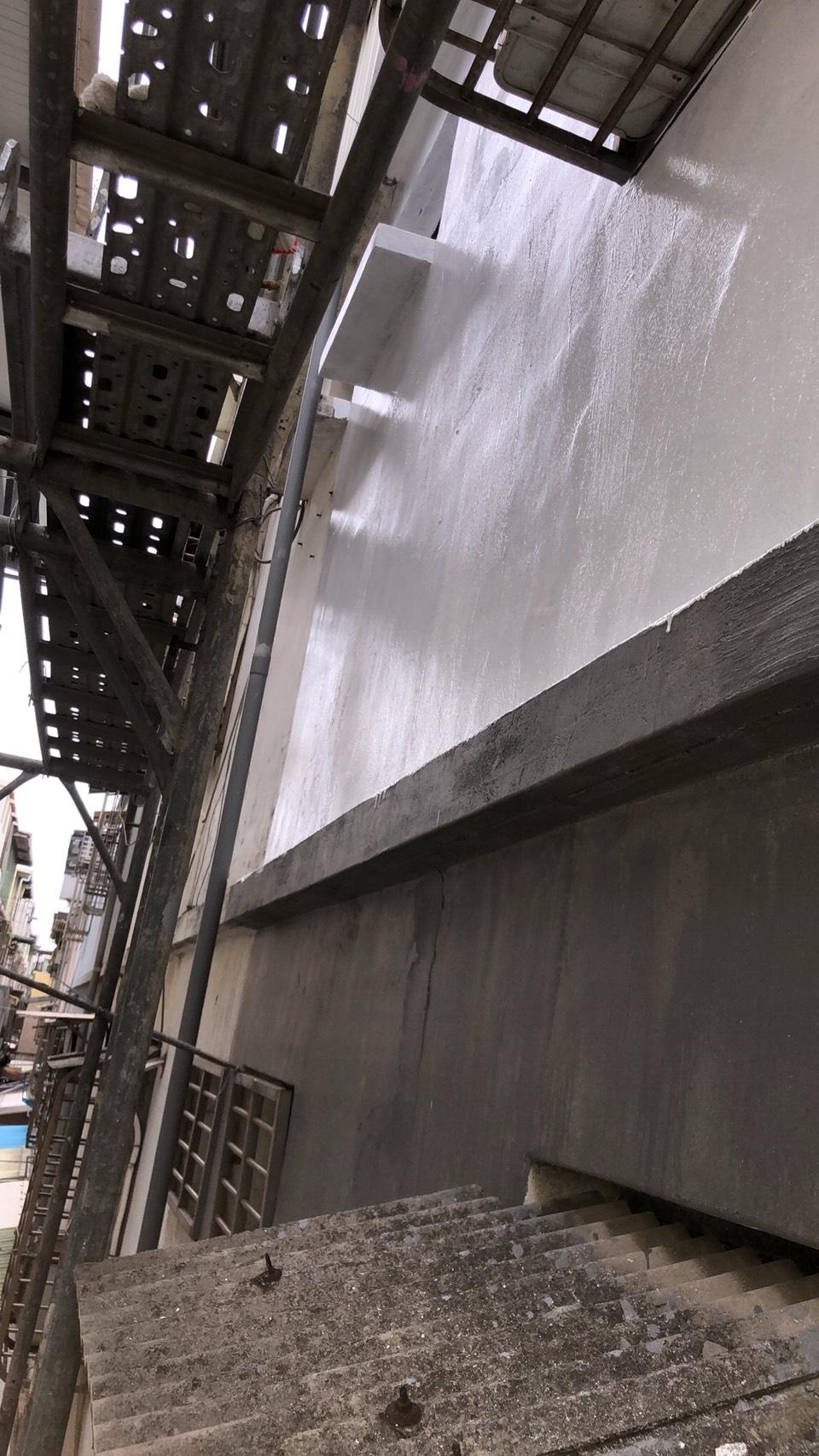 桃園翰誼防水-八德外牆防水隔熱工程 窗戶採光罩安裝 1樓防水巷鐵皮浪板雨遮安裝