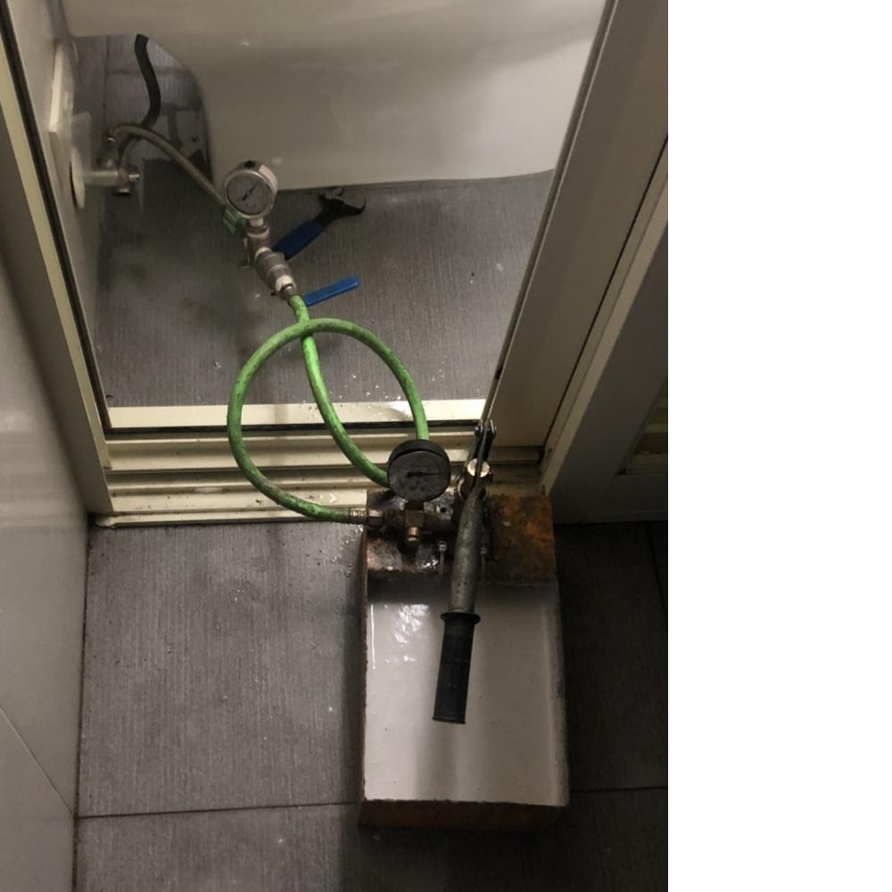 桃園防水-中壢區冷水管路漏水 免敲免打管內差壓灌藥作業