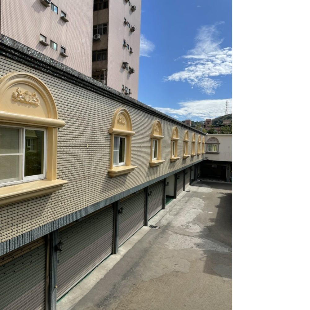 龜山區汽車旅館 磁磚面免克漏耐黃透明防水塗佈 窗框改色工程