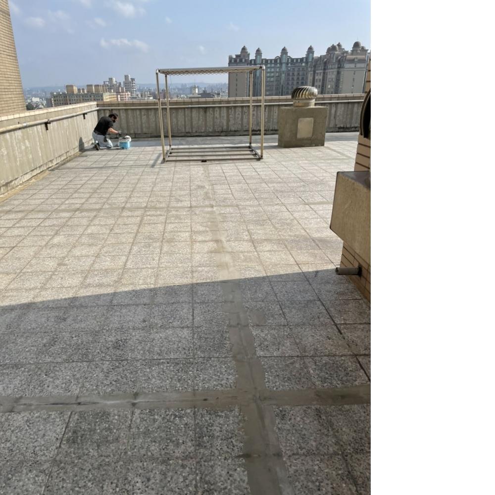 桃園防水-老社區頂樓地坪防水貼附抗裂網 艾富克防水塗料
