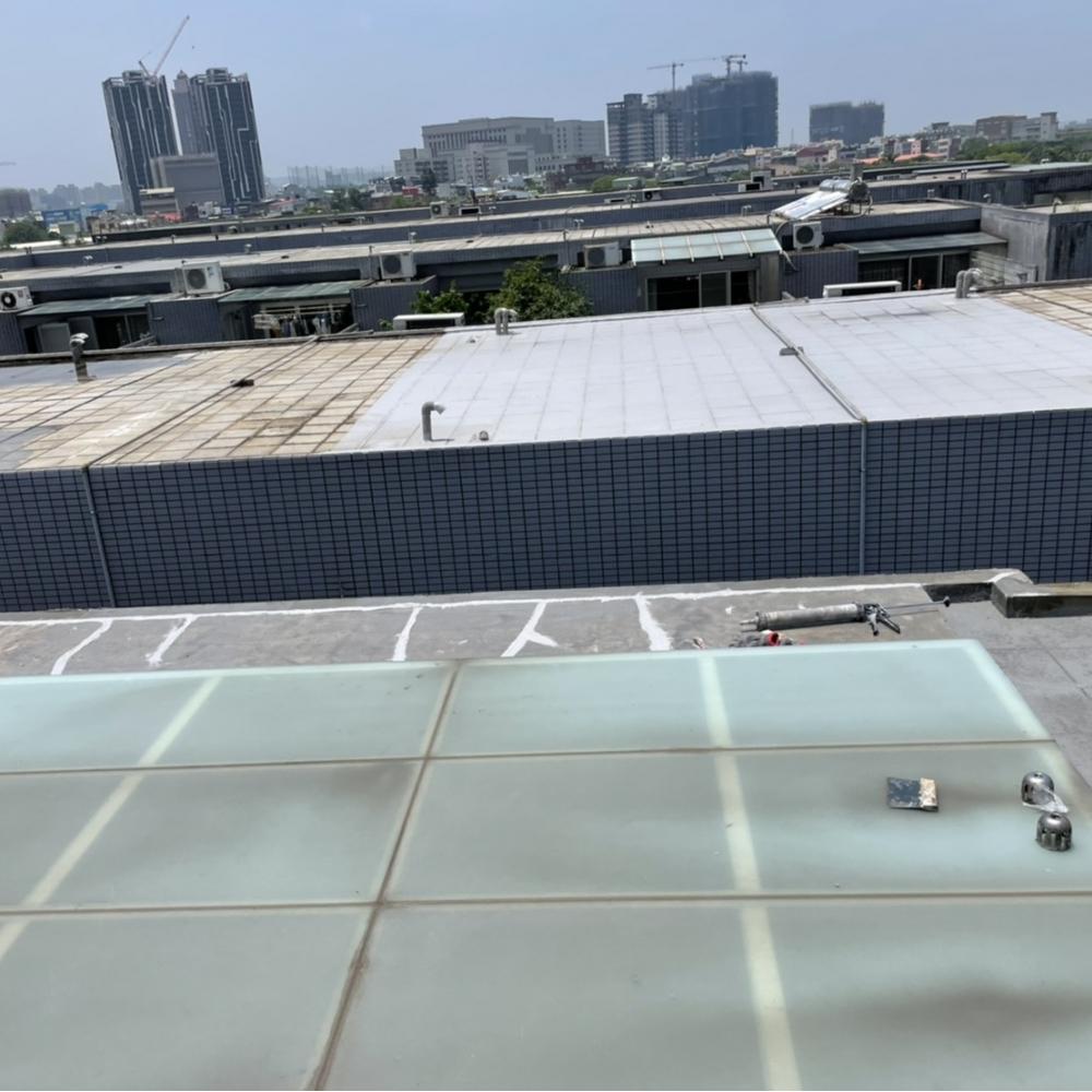 桃園區頂樓地坪防水工程 貼附抗裂網