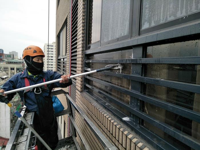 專業高空外牆清洗作業