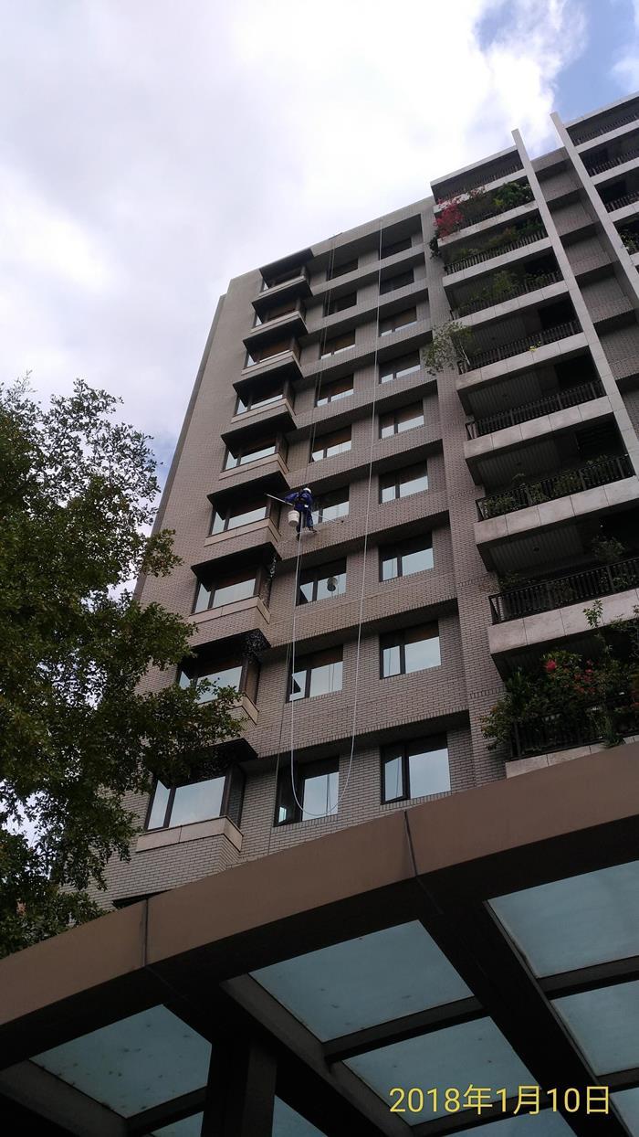大樓雙繩垂降作業