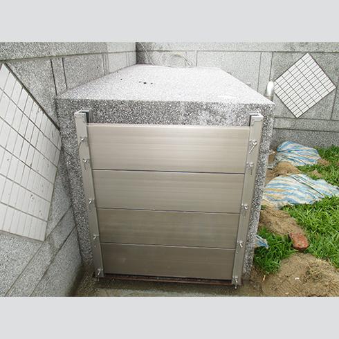 閘門式氣窗安裝