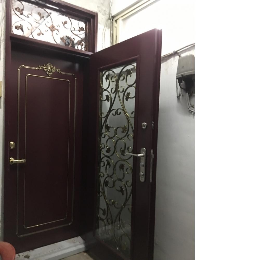 安裝雙玄關門及白鐵窗