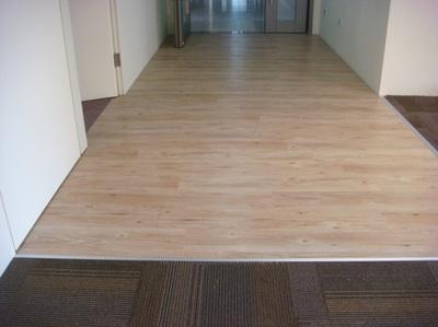 辦公室台化_地毯結合PVC環保鎖扣地板