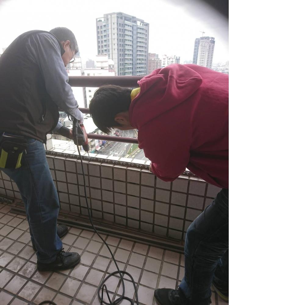 新北板橋區 田先生 隱形鐵窗防貓 貓咪防墜網推薦分享