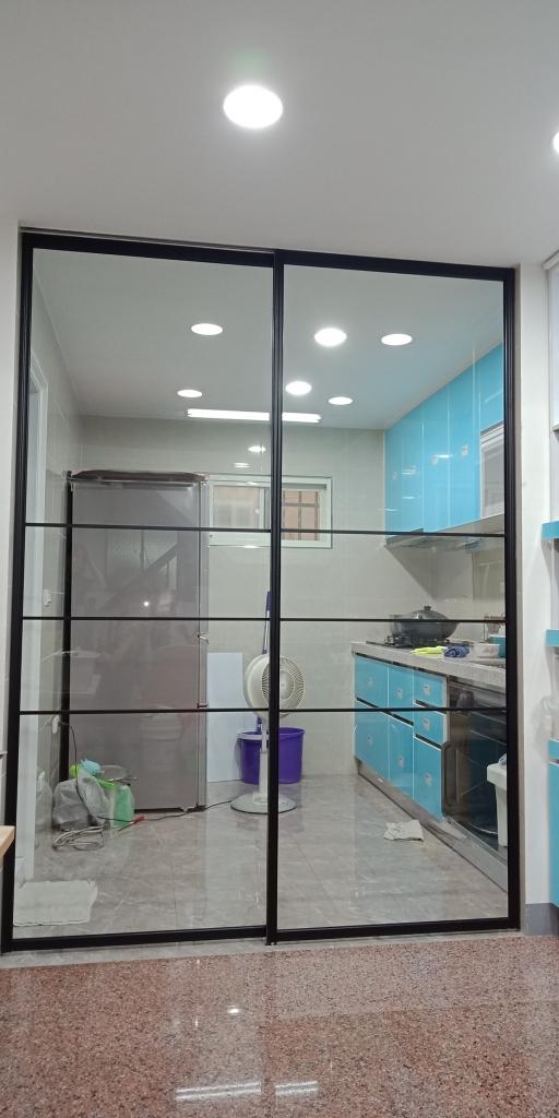 鋁框玻璃門