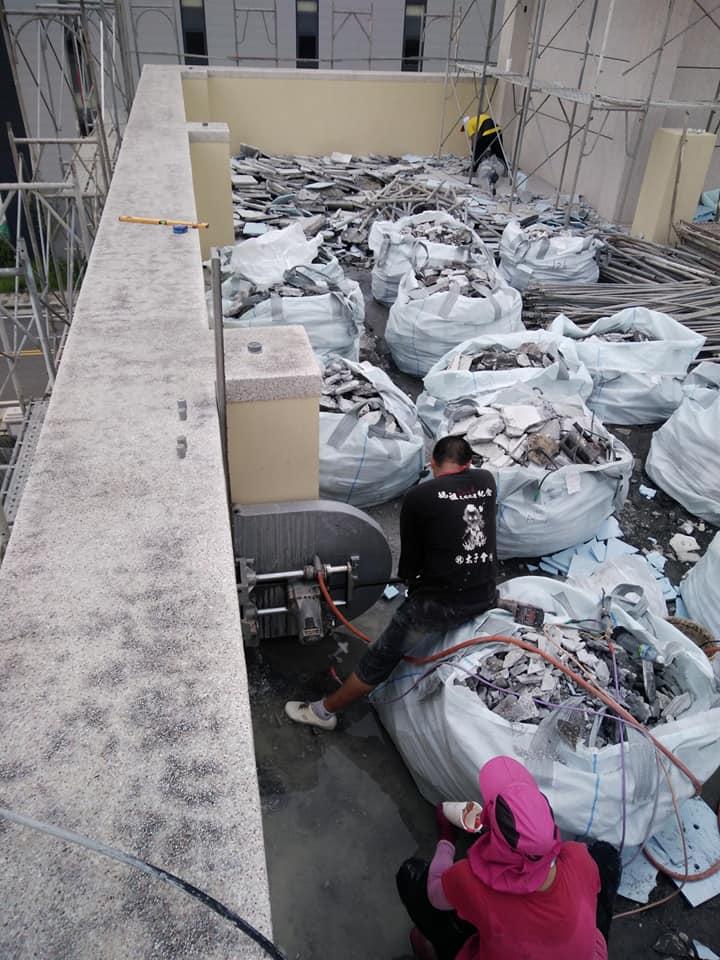 1061130社頭織襪工廠樓頂隔熱磚打除工程