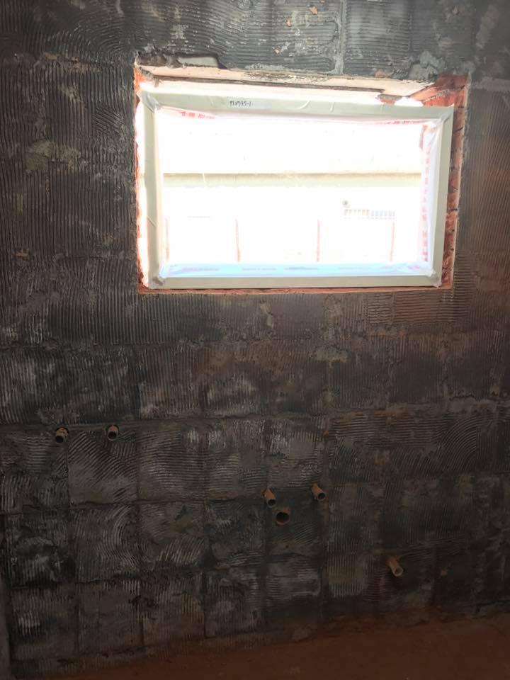 1061221彰化大村浴室磁磚及窗框加大打除工程