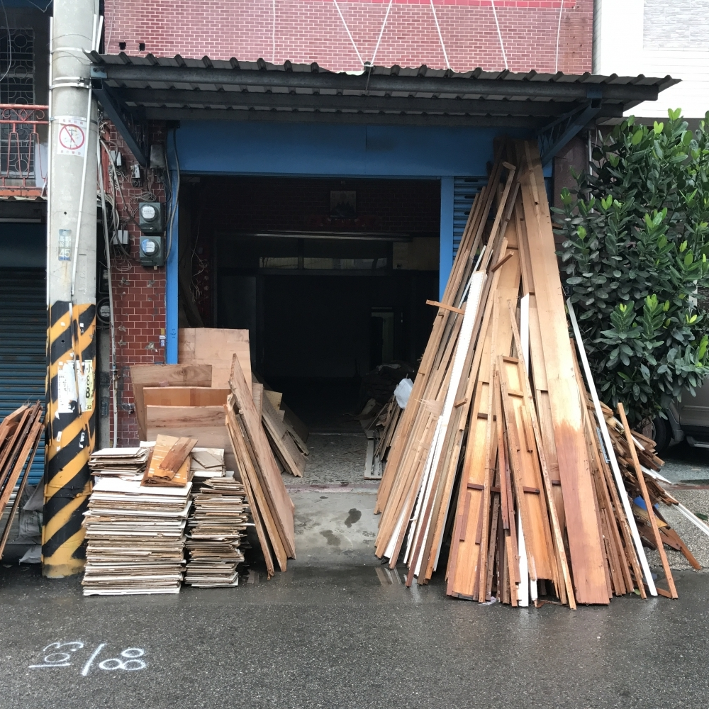 1070615彰化縣和美鎮民宅木作及壁紙拆除工程