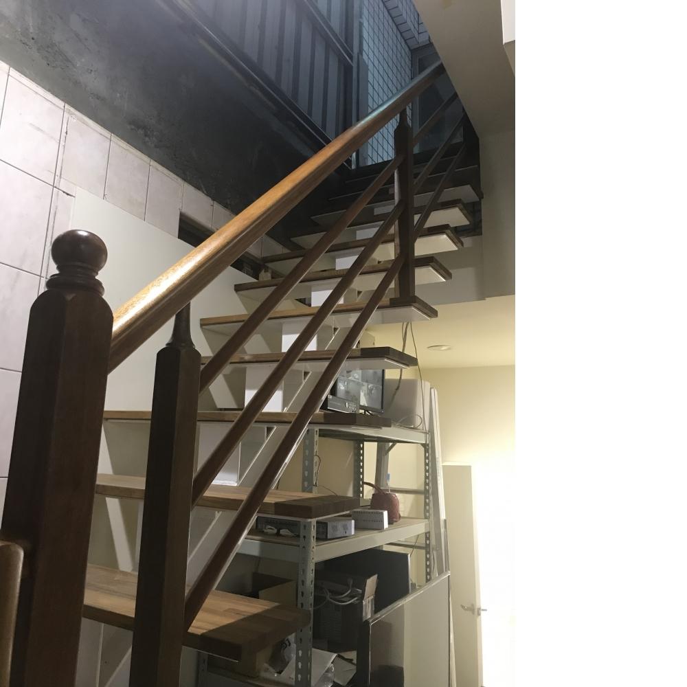 鋼構龍骨梯及套房整新
